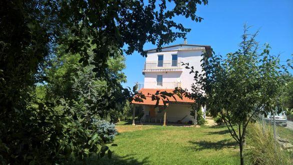 Триетажна къща с.Левски, община Суворово