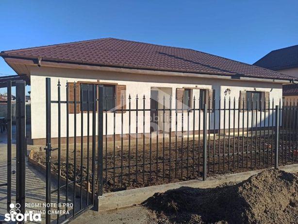 Casa cu 4 camere,2 bai,teren 320mp,Miroslava.Mutare imediata.