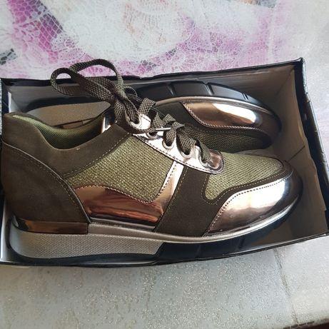 Новые кроссовки 37-38р