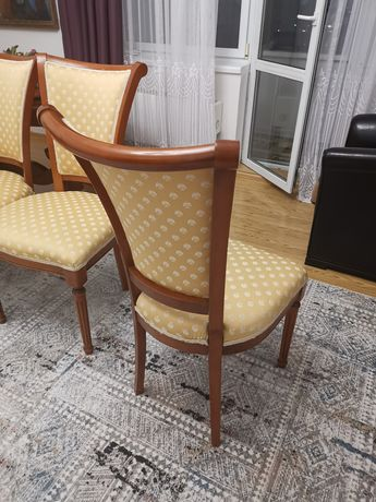 Продам дубовые стулья в хорошем состоянии