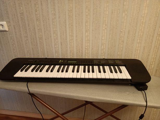 Продам синтезатор .