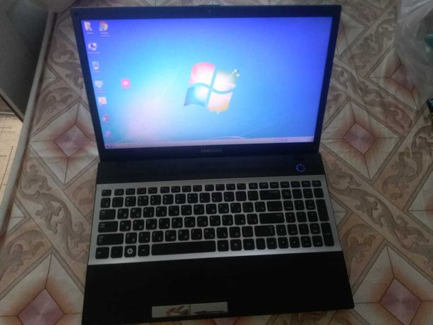 Продам ноутбук _Samsung _Всё работает срочно_