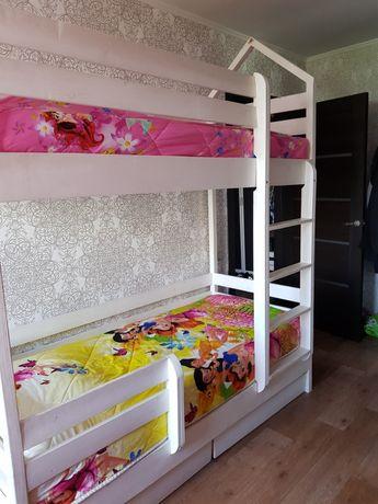 Кровать из натурального дерева высота 226, ширина 90, длина 190