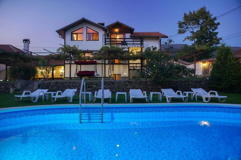 Къща за гости с басейн, детски кът, барбекю и голям двор с. Тъжа - image 1