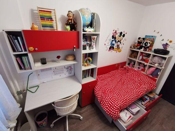 Ansamblu pat, biblioteca și birou pentru copii