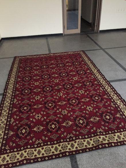 Продавам нов вълнен килим с две лица