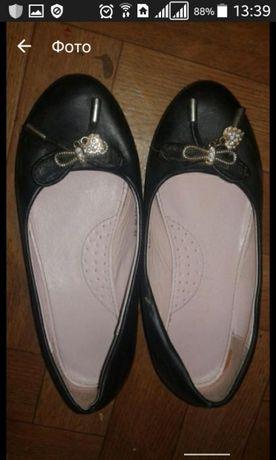 Туфельки продаю черные,лакированные