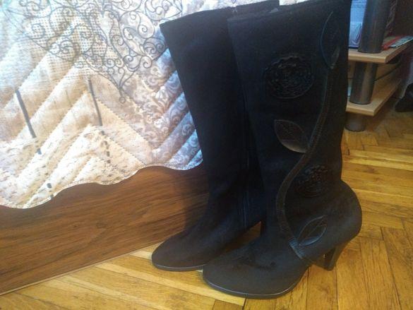 Нови черни велурени ботуши