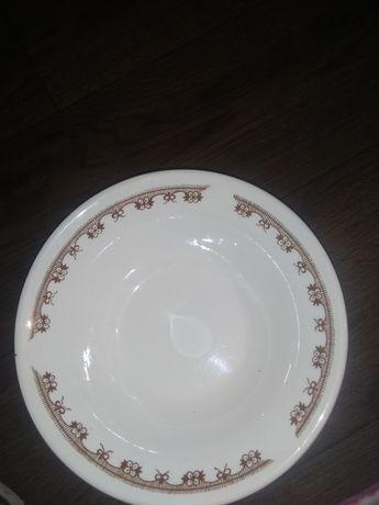 Срочно продаю форфорые большие тарелки