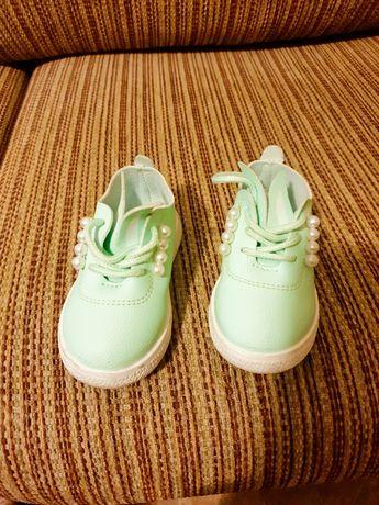 Детски обувки-зайчета