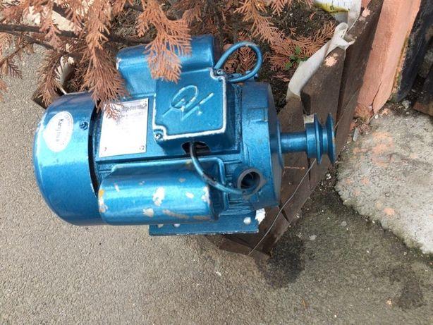 Vand motor electric monofazic 1,5 kw cu 3000 rot.