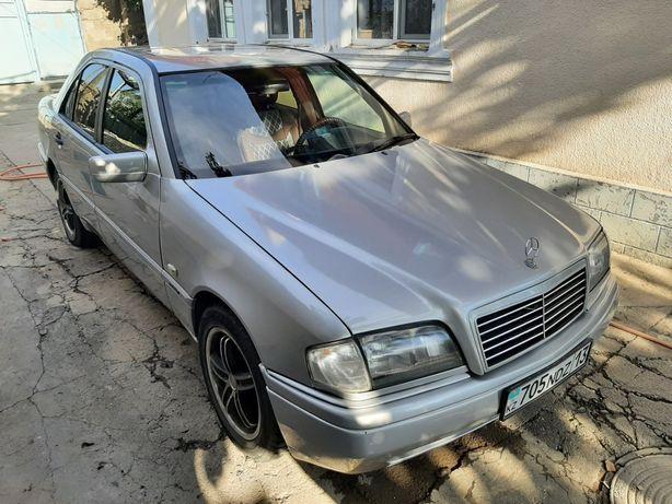 Автомобиль  Мерседес.