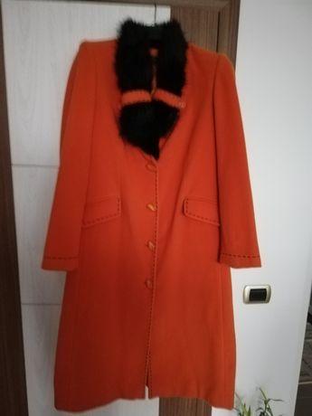 Vând pardesiu din stofa, primăvară cu guler detașabil Dama.