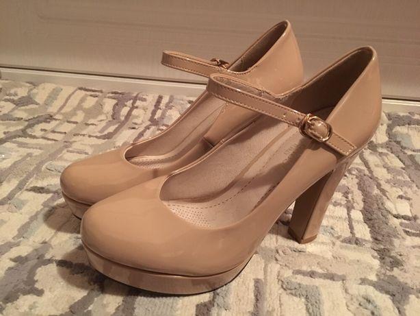 Продам красивые бежевые туфли