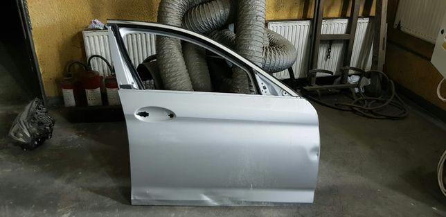 BMW G30, usi dreapta fata-spate, usor avariate, cu balamale si cheder