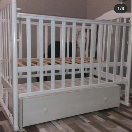 Продам детскую кроватку и парту для девочек
