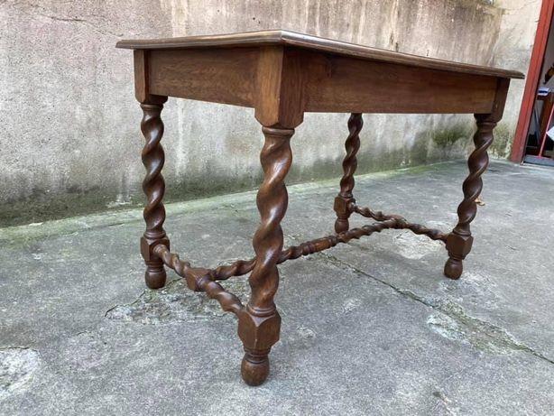 Masa antica de lemn de nuc 1800
