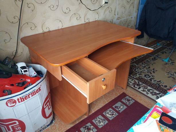 Стол компьютерный продам в связи с переездом