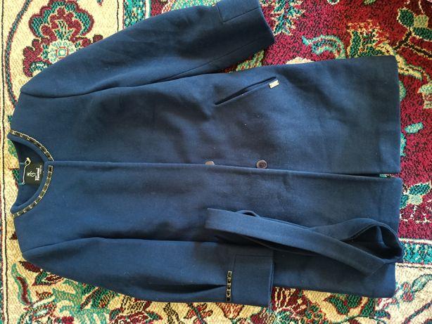 Продам пальто 44 размер.