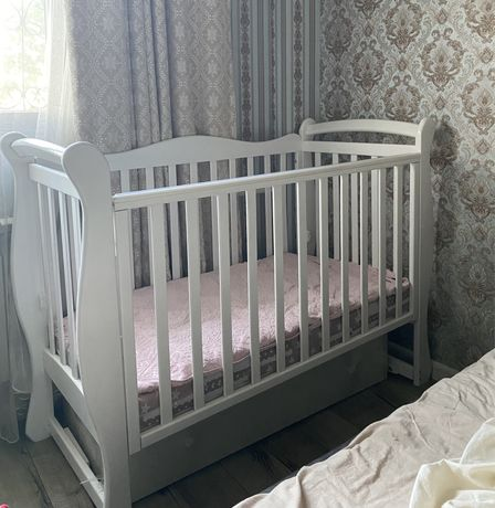 Кроватка и комод детский
