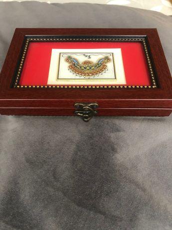 Ръчно-изрисувана кутия със злато