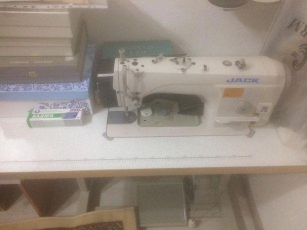 Прфессиональная швейная машина.В отличном состояний.180000 тг.ТЕсть то