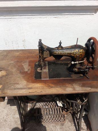 Vând mașina de cusut Kayser veche de peste 100 de ani