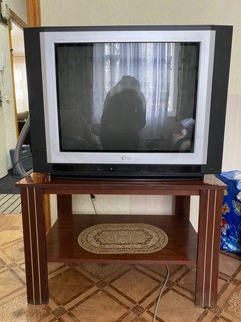 Продам телевизор с журнальным столиком 10 000 тенге