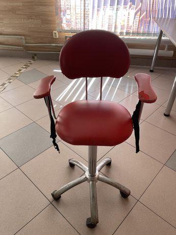 Продается детское парикмахерское кресло