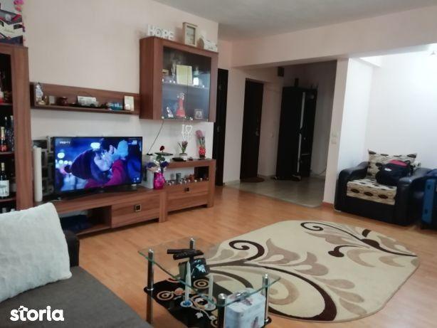 Apartament cu 2 camere, mobilat si utilat. Pret 39500 Euro.