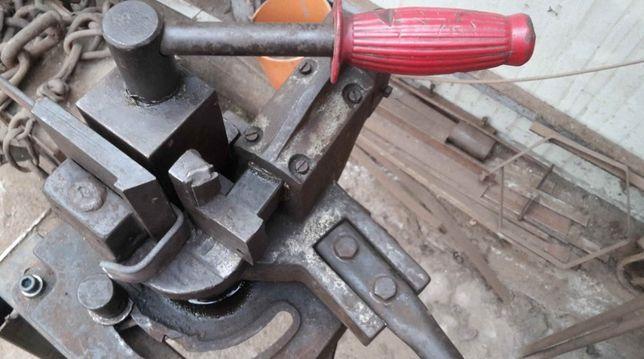 Masina de indoit profile metalice