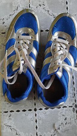 Продаю спортивную обувь шиповки