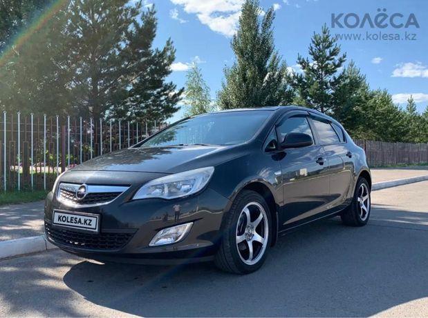 Продам Opel Astra, 2012 года