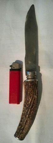 Vând sau schimb cuțit cu mâner din corn.