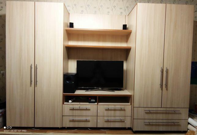 Шкаф в зал в отличном состоянии