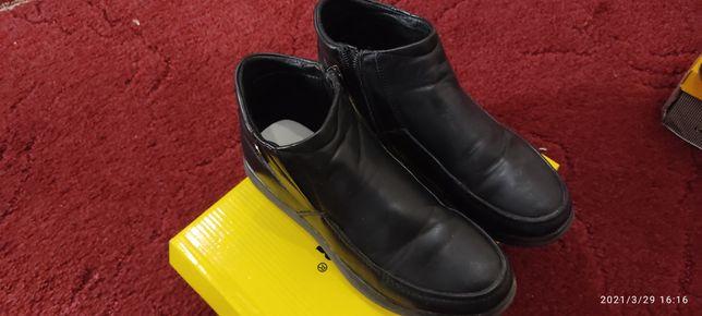 Продам детскую обувь весна- осень.