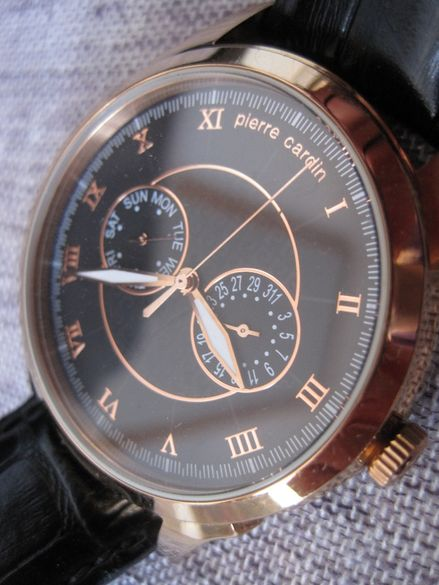 Позлатен Стилен мъжки часовник Pierre Cardin!!!