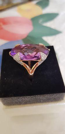 Золотое кольцо с натуральным камнем