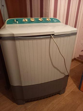 Стиральная машина и шкаф