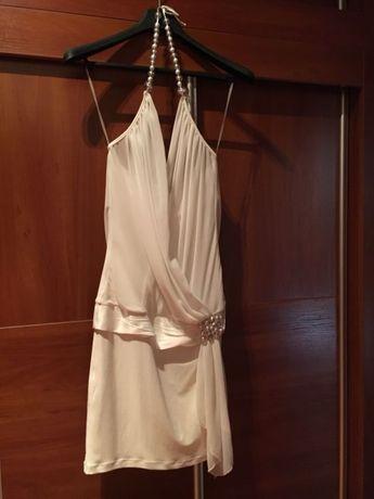 Красива бяла рокля