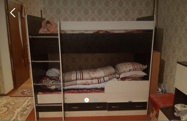 Двуьярусная кровать