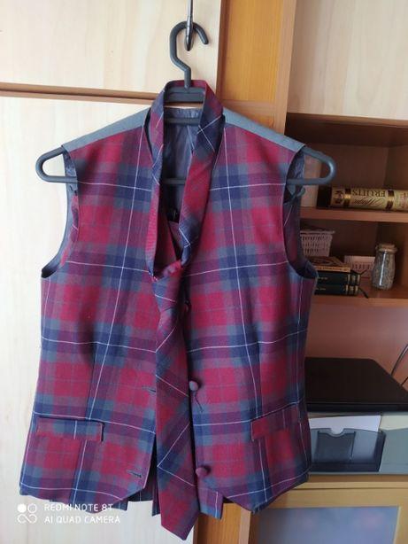 vand uniforma de fete marimea 38 pt. liceul Papiu