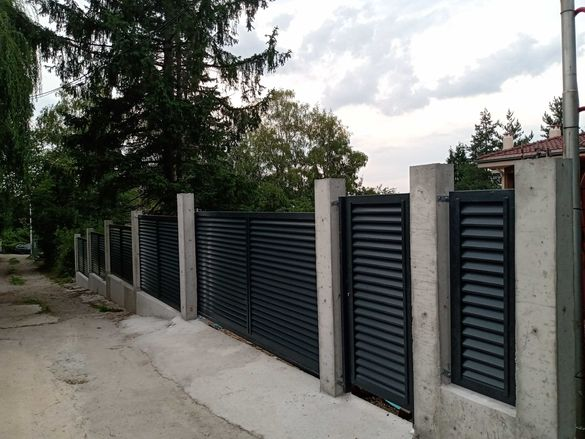 Метални дворни врати - двукрили, плъзгащи, конзолни, огради и др.