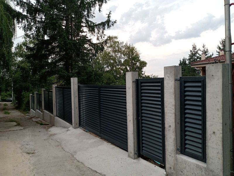 Метални дворни врати - двукрили, плъзгащи, конзолни, огради и др. гр. София - image 1