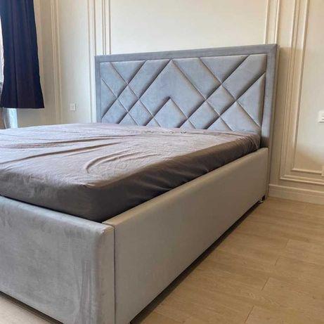 Кровать интерьерная с мягким изголовьем
