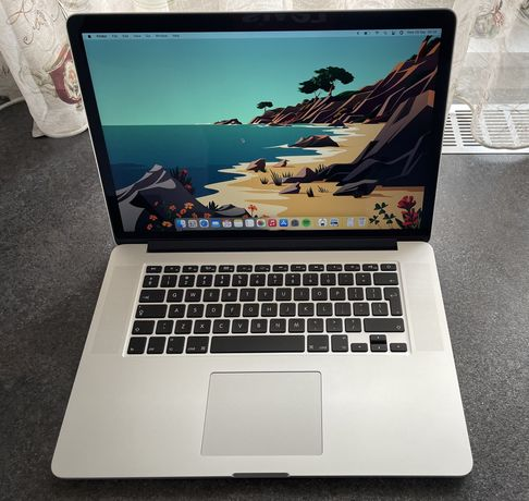 Macbook pro 15 inch Mid 2015 impecabil