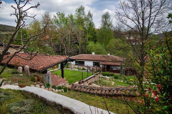 Къща, вила близо до София