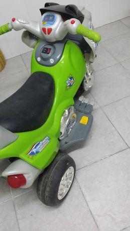 Акумулаторен мотор за дете
