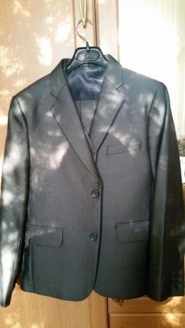 Продам костюм для мальчика 11-12лет серого цвета