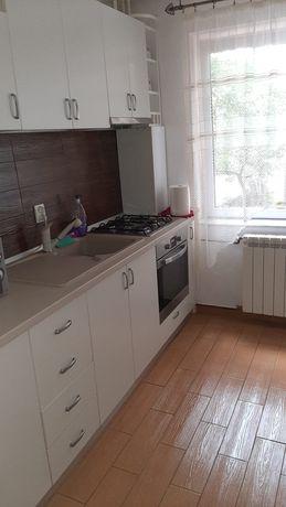 Închiriez apartament cu 3 camere